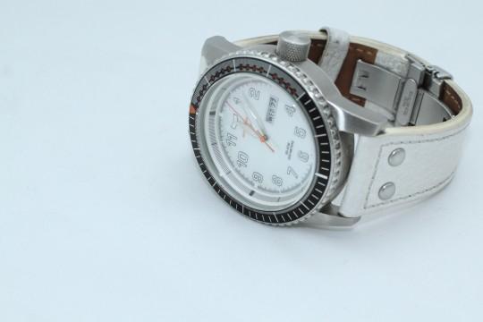 ミニマリスト腕時計はベルト交換が必須?NATOベルト交換に挑戦
